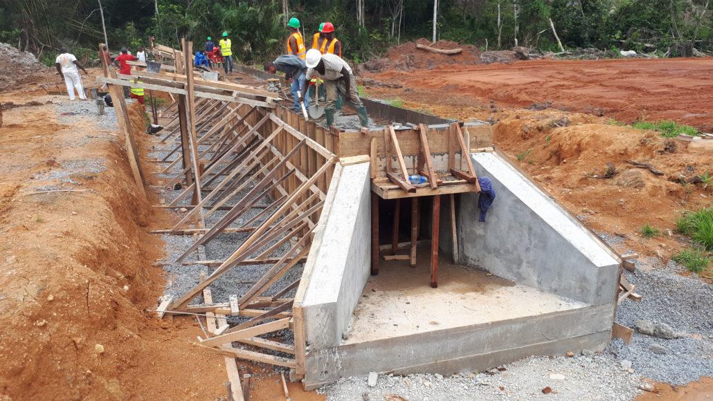 Contrat d'exécution des travaux de construction des dalots sur la  route nationale RN17A Mengong – Sangmelima